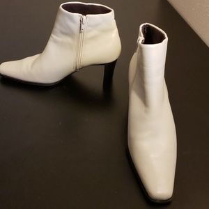 Bone or beige leather ankle short boots Size 7
